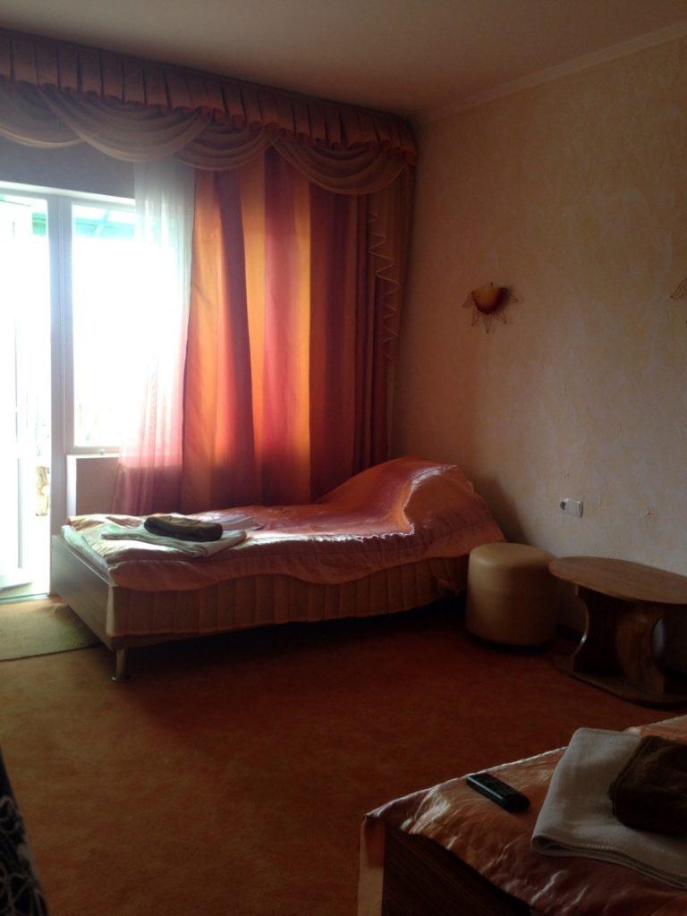 Номер люкс в третьем корпусе отеля Воробьиное гнездо