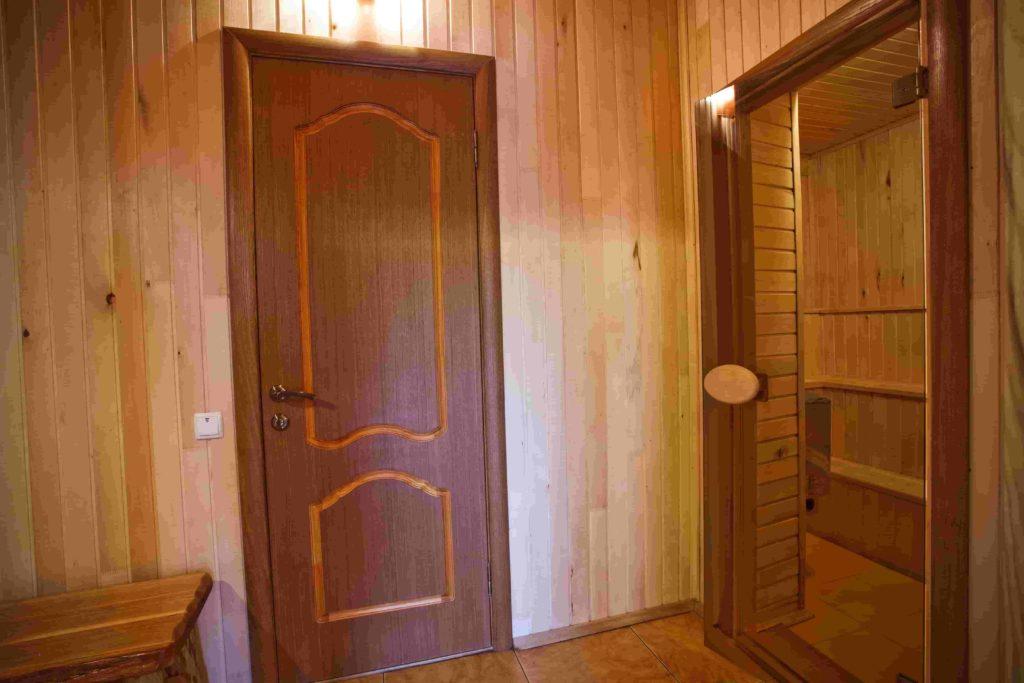 Двери в санузел и парилку