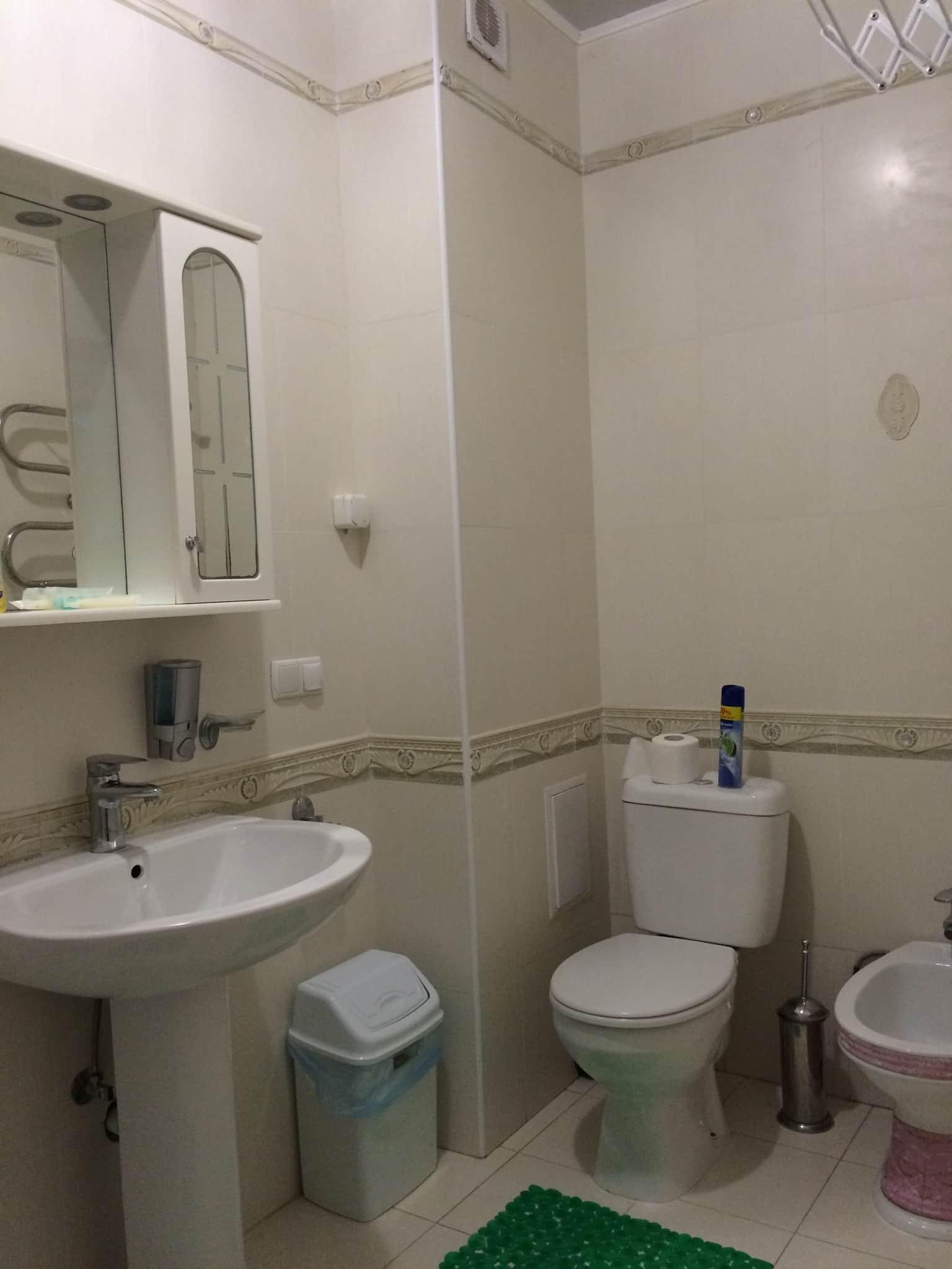 Душевая комната и туалет номера 14